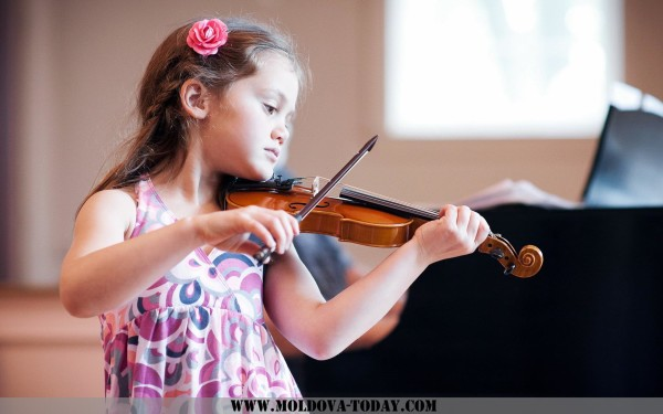 girl-child-violin-music-wallpaper-1920x1200
